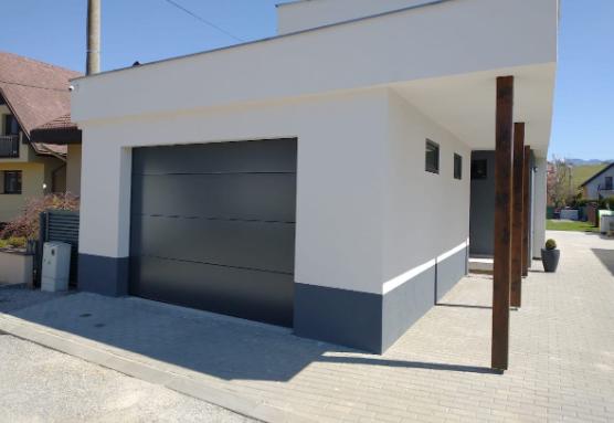 siva garážová brána
