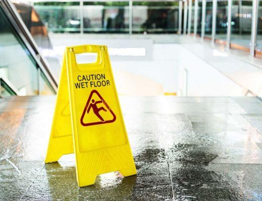 mokra podlaha